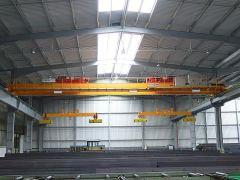 Mostové žeriavy GIGA - mostový žeriav dvojnosníkový 2x5t:25,5m s lanovou stabilizáciou na magnetovej traverze
