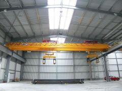 Mostové žeriavy GIGA - mostový žeriav dvojnosníkový GDMJ 2x10t:25,5m s lanovou stabilizáciou na magnetovej traverze