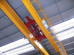 Mostové žeriavy GIGA - mostový žeriav dvojnosníkový GDMJ 2x5t:25,5m s lanovou stabilizáciou na magnetovej traverze