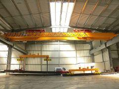 Mostové žeriavy GIGA - mostový žeriav dvojnosníkový s lanovou stabilizáciou na magnetovej traverze