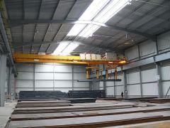 Mostové žeriavy GIGA - mostový žeriav dvojnosníkový GDMJ 2x10t:25,5m s lanovou stabilizáciou na magnetovej traverze_2